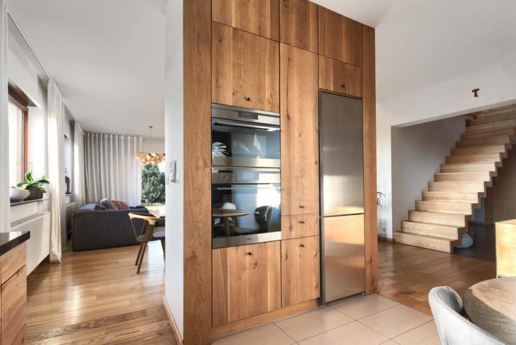 słupek kuchnia drewno szczotkowane dąb przytulna dannish kitchen
